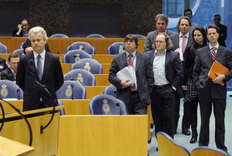 Geert Wilders staat op het punt weg te lopen uit de Kamer
