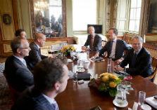 Aan de onderhandelingstafel van Rutte II