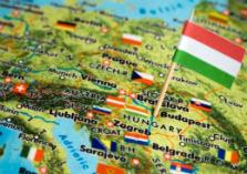 Landkaart Europa met Hongaarse vlag