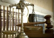 Weegschaal, wetboeken en voorzittershamer