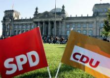 Rijksdaggebouw met SPD en CDU vlag