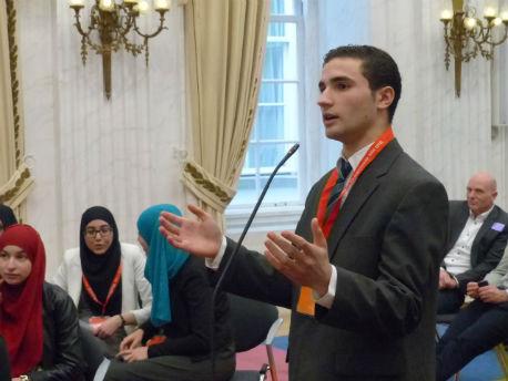 Debatterende scholier in Oude Zaal Tweede Kamer