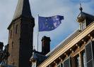 Europese vlag op gebrouw Eerste Kamer