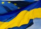 Oekraïense vlag die in Europese vlag overloopt