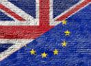 Engelse en Europese vlag op muur
