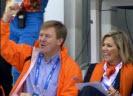 Koning Willem-Alexander en koningin Maxima op tribune (bron: NOS